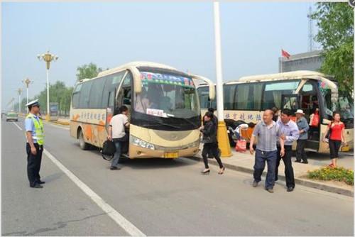 柘城县交警大队依法拘留两名违法行为驾驶员